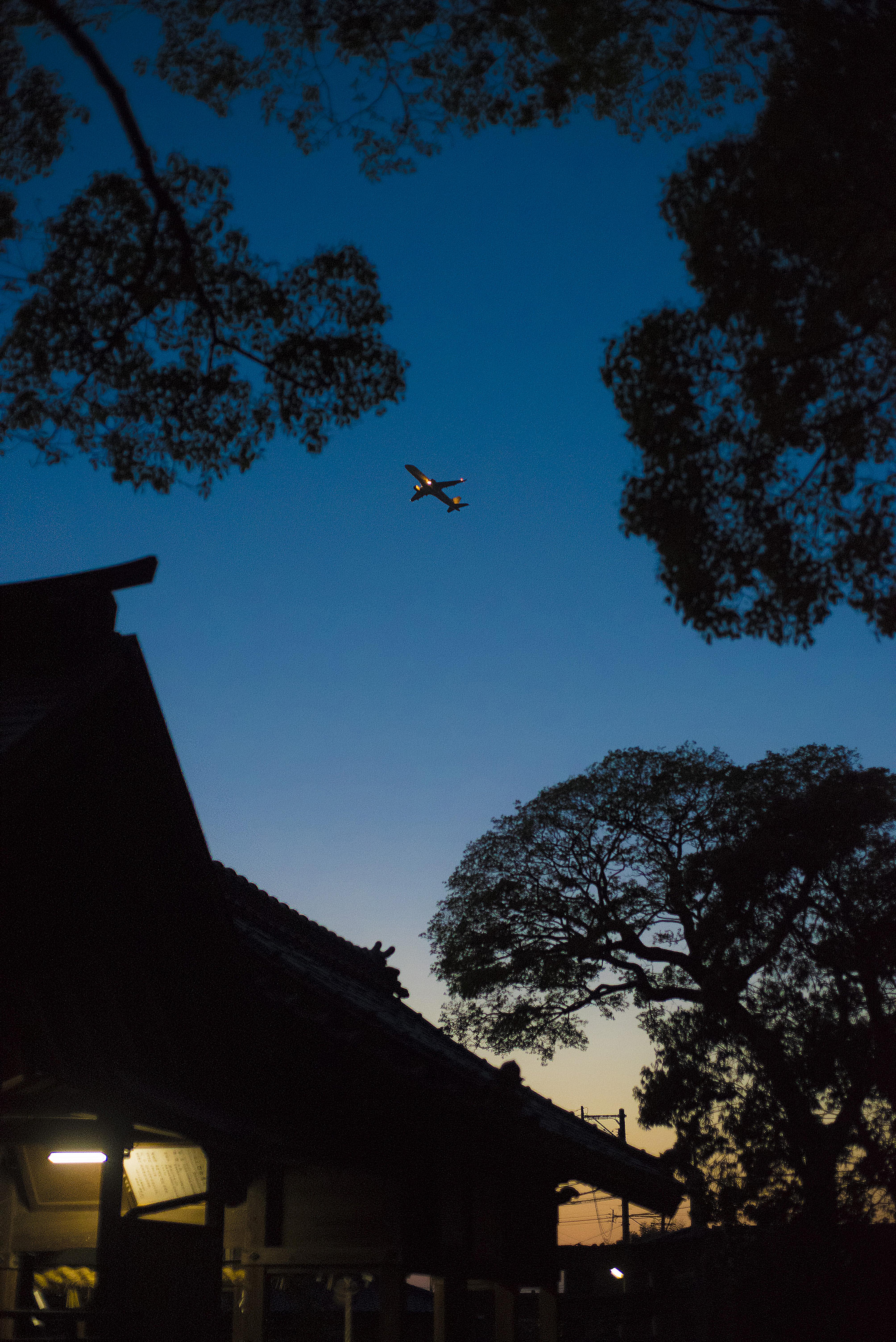 神社と飛行機